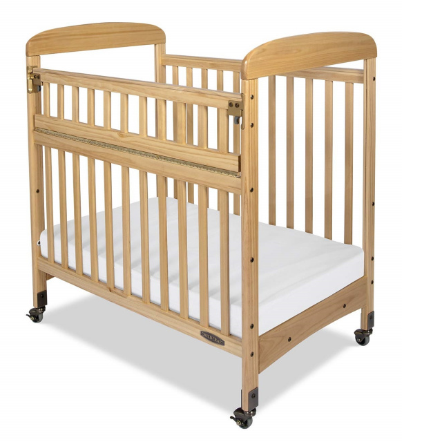 Avery Compact SafeAccess Clearview Crib